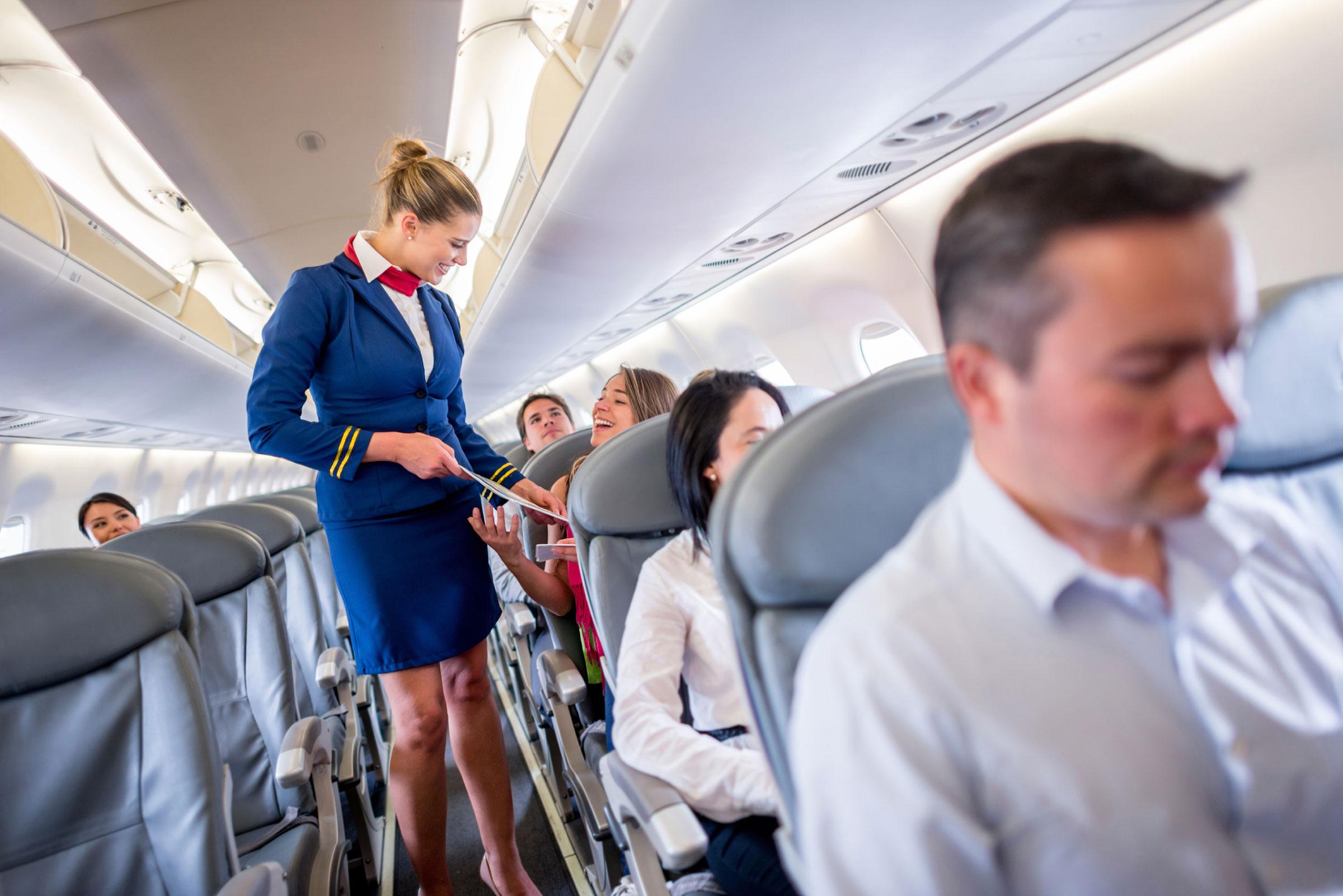 azafata en el avion